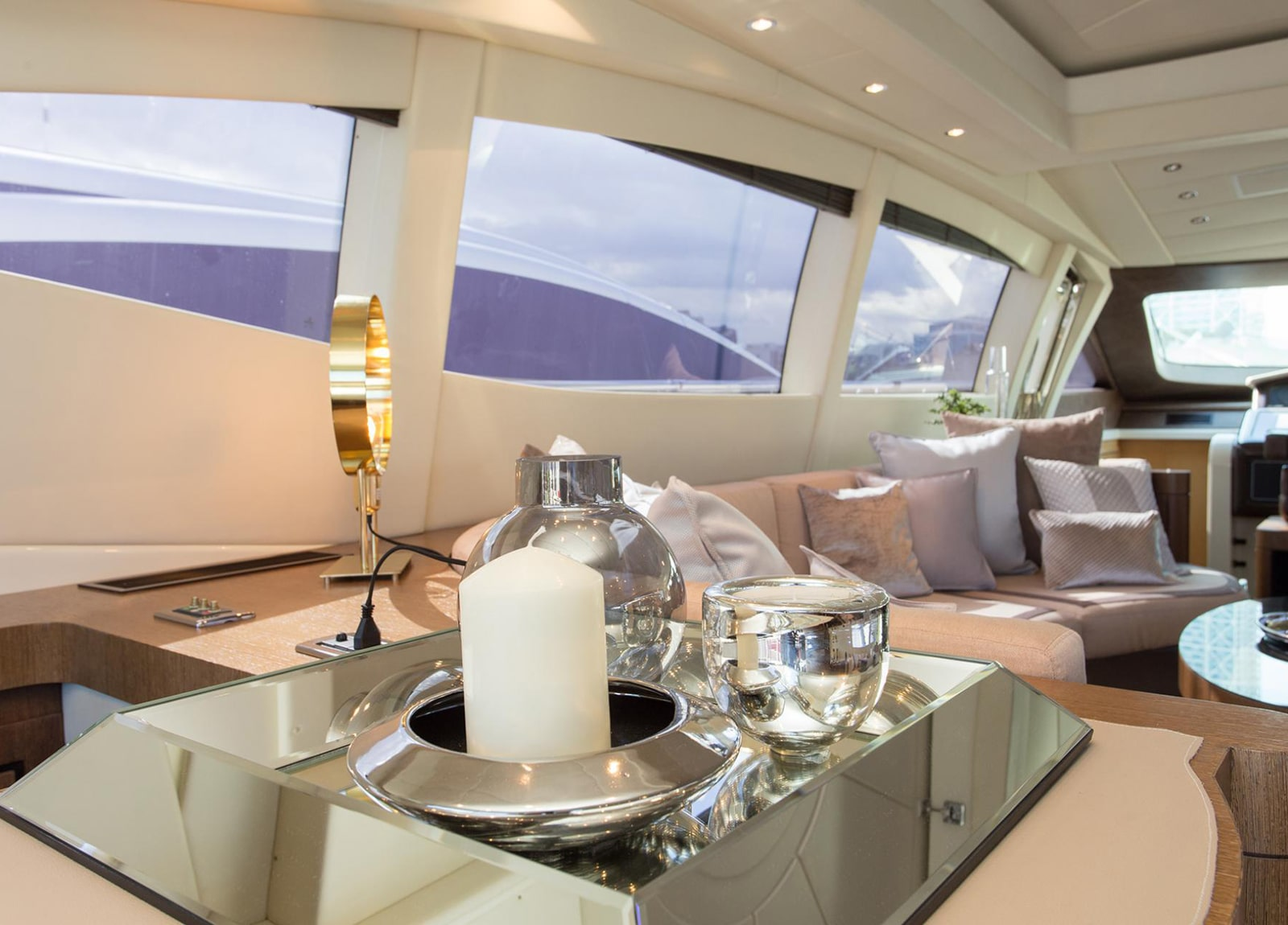 Luxury Yacht mangusta 92 living room